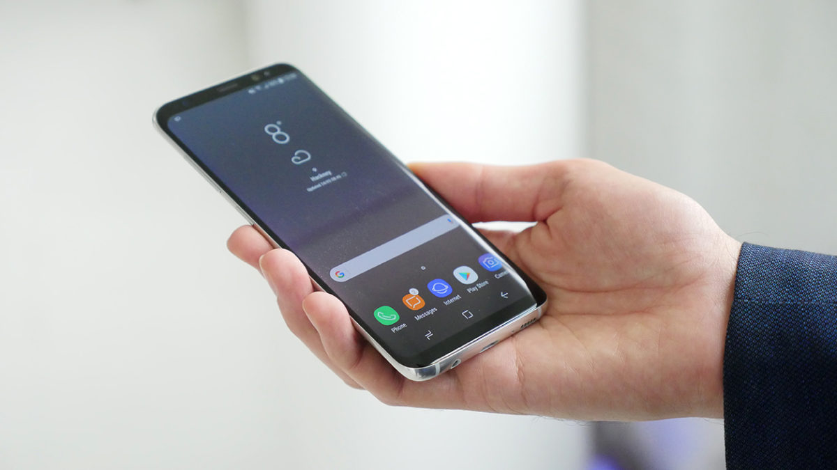 Samsung introduces the smartphone Galaxy S8, its new flagship